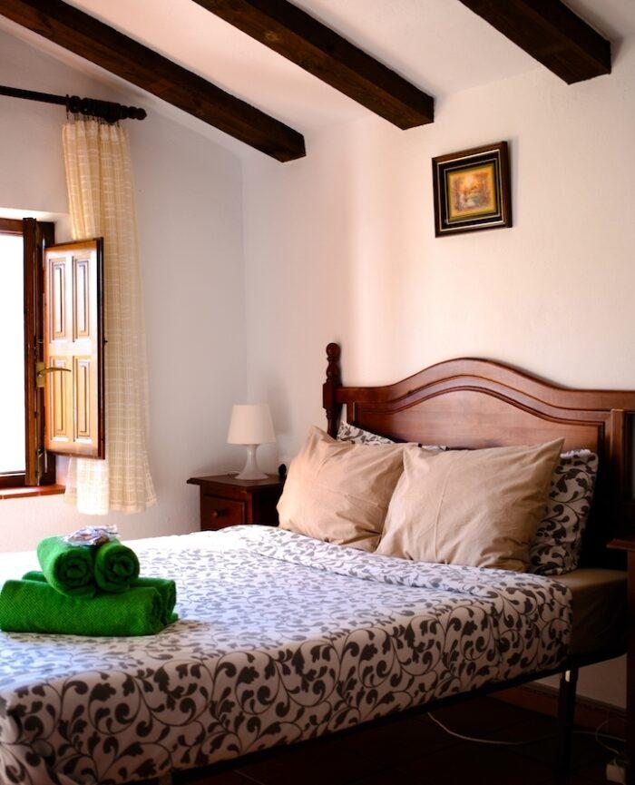 Zimmer 3 im Casa Vegana mit gemütlichem Doppelbett