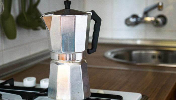 Ein frisch aufgebrühter Kaffee am Morgen ist genau der richtige Start in den Tag