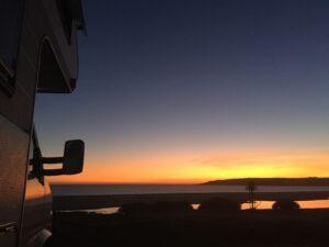 Wohnmobil Helmut bei Sonnenuntergang