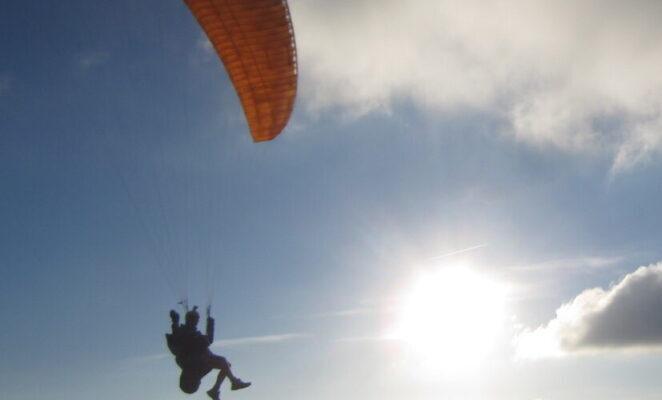 Die Lüfte erobern im Gleitschirmflieger und mit den Geiern um die Wette fliegen. Algodonales, der Hotspot für Paraglider, macht es möglich und erwartet dich.