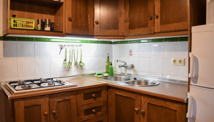 The fully equipped and spacious kitchen at Casa Bajo el Bosque leaves nothing to be desired