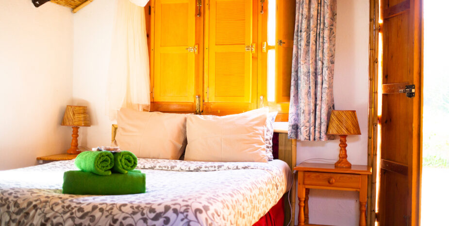 The cosy double bed in the Cabaña