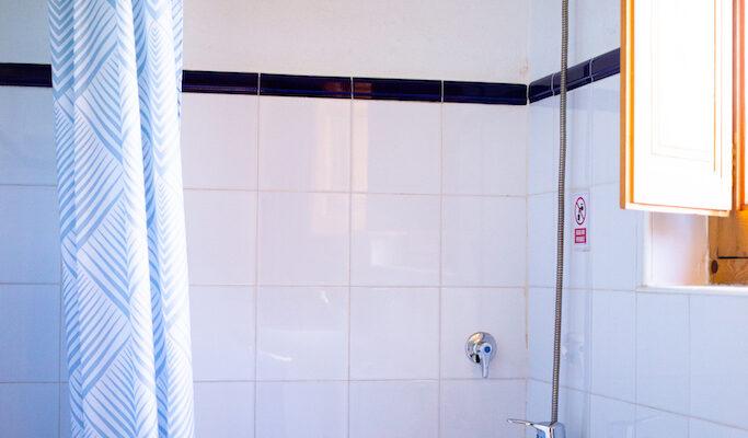 The Cabaña Robinson offers a spacious and bright bathroom